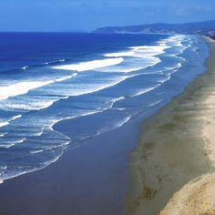 Seguir la Ruta del Spondylus Sta. Elena Esta ruta nos ofrece un camino inolvidable que pasa por sus playas, museos, centros de interpretació...