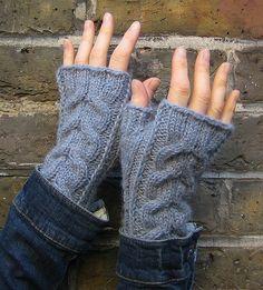 KARIN wristwarmers, free pattern by Alexandra Brinck