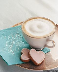 cappuccino and 2 heart cookies Coffee Heart, I Love Coffee, My Coffee, Coffee Break, Morning Coffee, Deco Buffet, Dessert Buffet, Café Chocolate, Pause Café