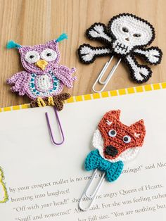 Fun Characters Book Clips from the August 2016 issue of Crochet World Magazine. Order a digital copy here: www. Crochet World, Crochet Home, Love Crochet, Crochet Gifts, Diy Crochet, Crochet Flowers, Crochet Baby, Crochet Bookmarks, Crochet Books