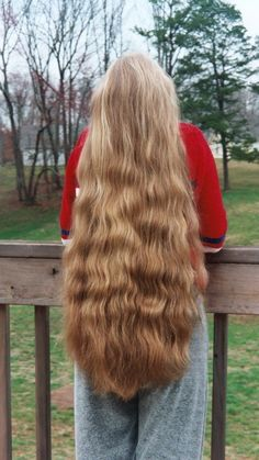 Lovely waves and such long blond hair; Long Wavy Hair, Very Long Hair, Big Hair, Long Blond, Beautiful Long Hair, Gorgeous Hair, Rapunzel Hair, Shiny Hair, Hair Pictures