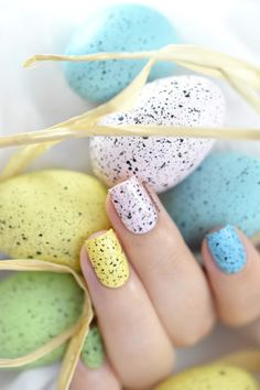 Marine Loves Polish: Nailstorming - Happy Easter! / Speckled eggs nail art [VIDEO TUTORIAL] - Easter nails - Mini Eggs nails
