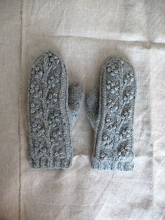 Bobble mittens by coco knits, via Flickr