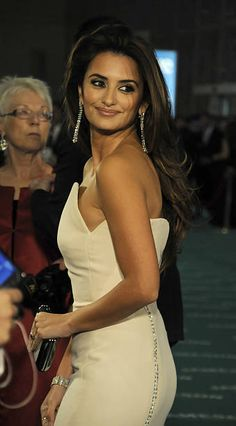 Penelope Cruze, Celebs, Celebrities, Celebrity Pictures, Pretty Woman, Famous People, White Dress, Female, My Style