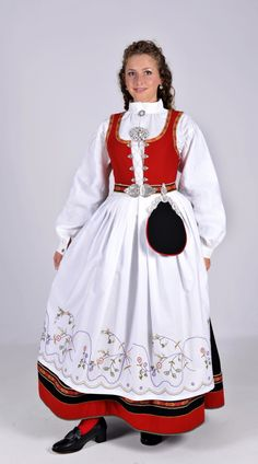 Vestfold 56 - Ny, sydd til dine mål Norwegian Clothing, Native Wears, Costumes Around The World, Ethnic Dress, Folk Costume, Toddler Dress, Traditional Dresses, Vintage Dresses, Tanks