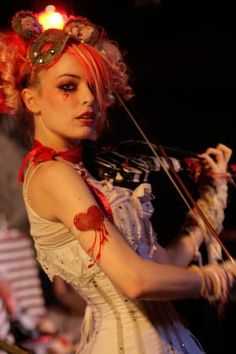Old school Opheliac era Emilie Zombie Girl, Vintage Circus, Girls Be Like, Role Models, Pin Up, Persona, Celebs, Glamour, Autumn