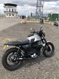 Guzzi V7, Moto Guzzi, Led Motorcycle Headlight, Cafe Racer Bikes, Bike Design, Gold Heart, Scrambler, Bobber, Chopper
