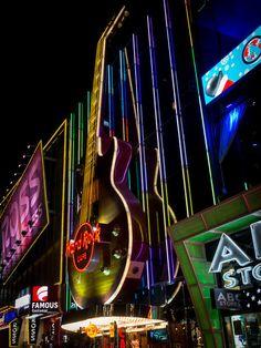 'Hard Rock Cafe Las Vegas' von Bernd Schätzel bei artflakes.com als Poster oder Kunstdruck $16.99 Hard Rock, Rock And Roll, Cafe Posters, Las Vegas Usa, Rock Cafe, Hotels, Vintage Grunge, City Life, Vintage Signs