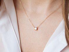 Hey, diesen tollen Etsy-Artikel fand ich bei https://www.etsy.com/de/listing/206290106/floating-diamond-necklace-cz-necklace