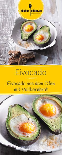 Eine ausgefallene Idee fürs nächste Frühstück oder für den Brunch: Avocado gefüllt mit Ei, dazu gesundes Vollkornbrot!