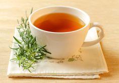 Comment préparer une infusion de romarin ? Le romarin est un stimulant naturel très efficace. Il tonifie le foie et détoxifie l'organisme. Le romarin est un antioxydant qui a de nombreuses propriétés thérapeutiques.