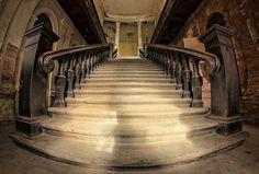 Pałac w Bożkowie - piękno, które niszczeje - Poznaj Polskę