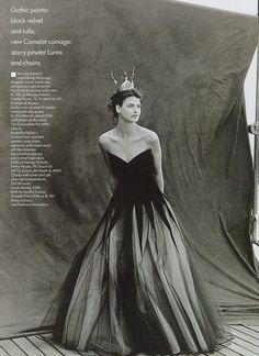 ☆ Linda Evangelista | Photography by Peter Lindbergh | For Vogue Magazine UK | August 1988 ☆ #lindaevangelista #peterlindbergh #vogue #1988