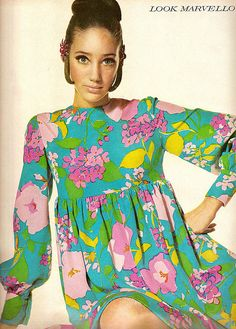 Marisa Berenson in 1968 Vogue, I remember wearing dresses like this, the last word in STYLE ! Sixties Fashion, 60 Fashion, Fashion Moda, Fashion History, Retro Fashion, Vintage Fashion, Fashion Trends, Hippy Fashion, Sporty Fashion