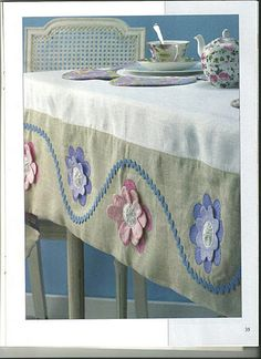 table cloth, could use yo yo's instead of the flowers. Table Runner And Placemats, Table Runners, Sewing Crafts, Sewing Projects, Sewing Table, Patch Quilt, Mug Rugs, Table Toppers, Diy Pillows