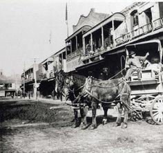 Chinese produce peddler on Apablasa Street, early 1900s