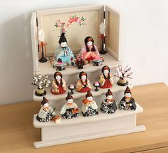 赤ちゃんがニコニコ笑う小さくかわいい雛人形のふらここ Hina Matsuri, Hina Dolls, Japan Crafts, Doll Display, Girl Day, Doll Crafts, Nursery Themes, Design Crafts, Traditional Art