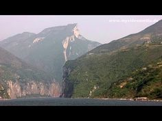 ▶ Vsiting the Qutang Gorge with the Kuimen Gateway pictured on the 10 yuan banknote #travelvideo #china