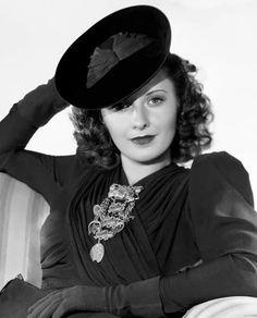 Barbara Stanwyck                                                       …