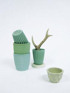 Arnhemse keramiek ontwerpster Lenneke Wispelwey, leuke winkel naast het nieuwe fashion hotel in Arnhem Ceramic Tableware, Ceramic Clay, Ceramic Pottery, Kitchenware, Modern Bohemian, Porcelain Ceramics, Dinnerware, Designer, Origami