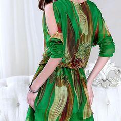 Manga Morcego Tipo de Saia: vestido de princesa Tecido: Seda Material: Silk Decote redondo Detalhe nas mangas Cor: Verde Tamanho M