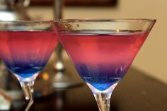 Pour desired amount of chilled cotton candy vodka into martini glasses. Top with pink-colored juice. Add a torn piece of cotton candy to each glass, and watch the two-toned magic begin. Cocktails, Non Alcoholic Drinks, Party Drinks, Cocktail Drinks, Fun Drinks, Yummy Drinks, Beverages, Martinis, Cotton Candy Martini