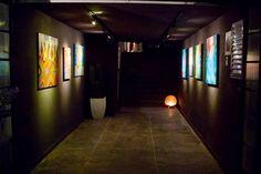 Espaço de exposição...arte e negócios em um mesmo espaço.