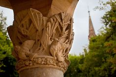 """One of the Colum with Palm leaves and bird at """"El Capricho de by Antoni Gaudi in Comillas Antoni Gaudi, Spain, Leaves, Bird, Columns, Tourism, Naturaleza, Architecture, Musica"""
