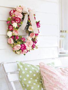 Es ist Rosenzeit! Und mit so einem Kranz sind die romantischen Blümchen gleich noch viel schöner..