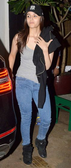 Alia Bhatt carried a grunge look complete with fitted denims, a casual tee and her trademark sneakers. #Style #Bollywood #Fashion #Beauty
