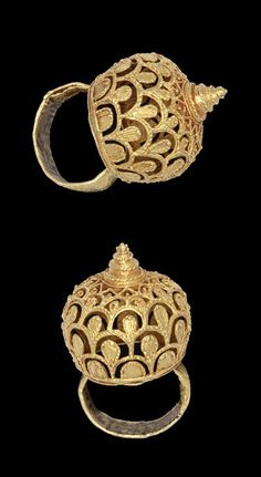 Africa | Lost wax casting in gold of a finger-ring in the shape of a domed open-work bezel (frumepu, frumaampun) and solid band. | Asante people, Ghana | 19th century || {7.16}
