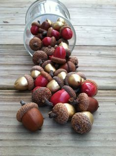 All our acorns add beauty and a feeling of .- Unsere ganzen Eicheln hinzufügen Schönheit und ein Gefühl des Staunens indoor… All of our acorns add beauty and a feeling of wonderment to indoor autumn or winter themed displays. They are made by hand - Noel Christmas, Christmas Crafts, Christmas Decorations, Acorn Decorations, Nature Crafts, Fall Crafts, Winter Wedding Colors, Fall Wedding, Burgundy Wedding