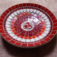 Mosaic Birdbath, Mosaic Garden Art, Mosaic Pots, Mosaic Birds, Mosaic Stepping Stones, Plates And Bowls, Creative Crafts, Decorative Plates, Crafty
