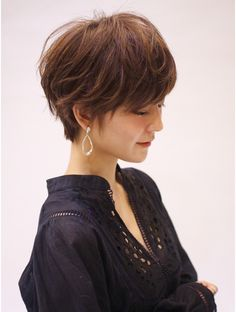 Pin on Hair style 私たちに従ってください Pin on Hair style 私たちに従ってください Bob Hairstyles For Fine Hair, Pixie Hairstyles, Pixie Haircut, Short Hairstyles For Women, Easy Hairstyles, Asian Short Hair, Short Hair Cuts, Medium Hair Styles, Short Hair Styles
