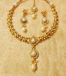Buy Preety White Delicate Necklace Set With Maang Tikka Online