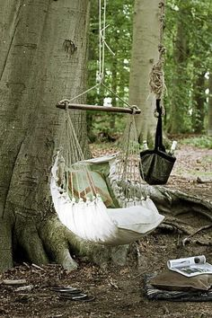 Make a comfortable swing with pillows - 10 DIY Adorable Tree Swings