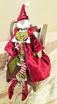 Poupée tissu style Tilda Père Noël  sur son rocking chair