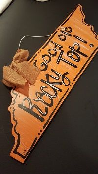 """Good Ole Rocky Top"" Wooden Door Hanger with Burlap Bow Wooden Door Hangers, Wooden Doors, Wooden Signs, Burlap Bows, Door Wall, Good Ole, Wall Hanger, Southern Style, Crafts"
