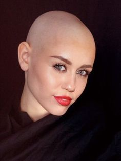 Bald Head Girl, Bald Head Women, Shaved Head Women, Beatiful People, Girls Cuts, Bald Hair, Bold Lips, Shaved Hair, Shaving