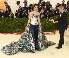 Amal Clooney, George Clooney, Strapless Dress Formal, Formal Dresses, Wedding Dresses, Hollywood Red Carpet, Met Gala Red Carpet, Gala Dresses, Party Looks