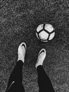 CLEATS LOOK LIKE THOSE! blue and white tho Discover a great training to improve your soccer skills. This helped me and also helped me coach others to be better soccer players Soccer Boots, Football Shoes, Football Soccer, Play Soccer, Soccer Ball, Soccer Party, Souliers Nike, Mbappe Psg, Foto Sport