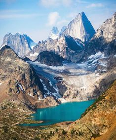 Looking down on Cobalt Lake in the Purcell Mountains,British Colombia, canada. Photo: by wilderness_culture Backpacking Canada, Canada Travel, Landscape Photos, Landscape Photography, Travel Photography, Visit Canada, Cool Landscapes, Belleza Natural, Travel Abroad