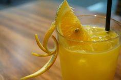 Schon alter aber immer leckerer Orangensaft Eierlikör Longdrink, fruchtig