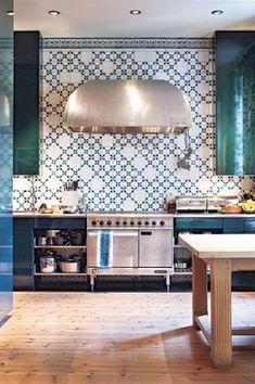 Patterned kitchen backsplash