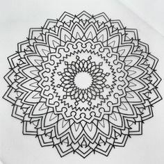 Réservation en mp ou sevenechek@gmail.com #tattoo #seven_echek #tatouage #dotwork #mandala #foudrenoire #dunkerque #ink