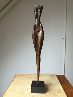 Bronzen beeldje #kunst #art #sculptures www.ragondaijtsma.nl Human Sculpture, Plaster Sculpture, Sculpture Metal, Abstract Sculpture, Famous Sculptures, Sculptures Céramiques, Small Sculptures, Pottery Supplies, Plastic Art