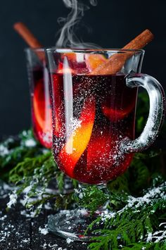 The Red Tea Detox is a new rapid weight loss system that can help you lose several pounds of pure body fat in just 14 days! It involves drinking a special African blend of red tea to help you lose weight fast! Coffee Time, Tea Time, Glace Fruit, Illustration Noel, Christmas Mood, Christmas Oranges, Vienna Christmas, Christmas Colors, Christmas Gifts