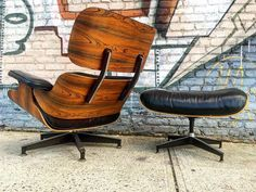 Vintage Eames Lounge Chair and Ottoman, outdoors!  #eamesspotting