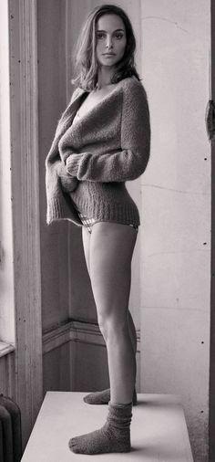 Natalie Portman looking cute and sexy great legs Natalie Portman Sexy, Hollywood Actresses, Actors & Actresses, Mathilda Lando, Nathalie Portman, Jenifer, Chloe Grace Moretz, Gal Gadot, Beautiful Actresses