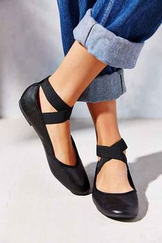 X marks the spot in this sleek flat crafted from seriously smooth faux leather by Kimchi Blue. Elastic ankle-strap-wrap ensures a perfect fit. Complete with a cushioned footbed & a sturdy rubber sole for traction.